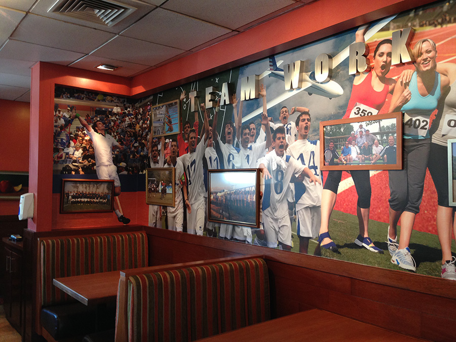 Collage muro en Applebees Vitacura
